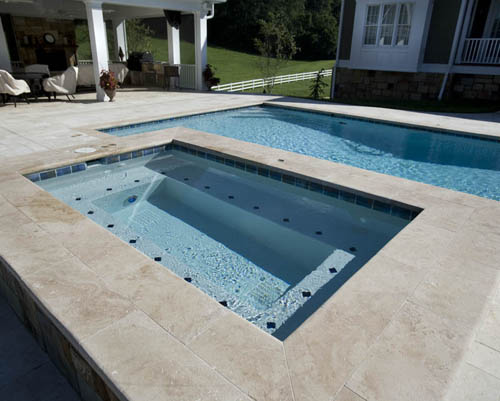 How to clean your pool with less chlorine