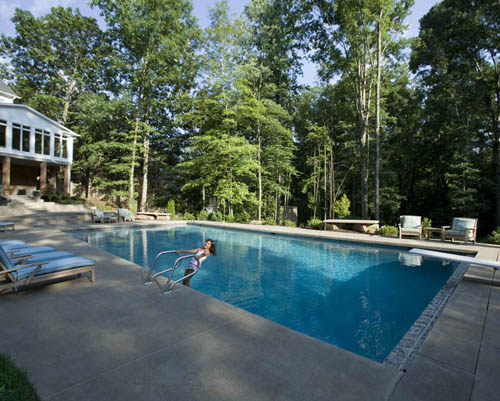 Pool landscaping tips and trends